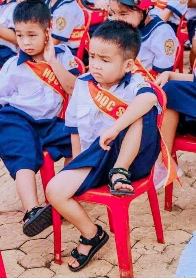 Chùm ảnh 'ngán ngẩm' của học sinh ngày khai trường - Ảnh 3
