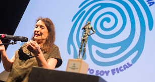 Petra Martínez tras recoger su galardón.