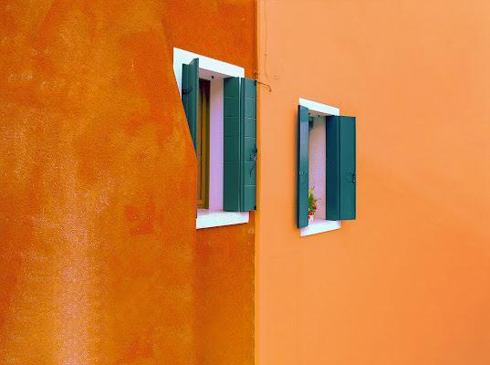 E poi coi secchi di vernice coloriamo tutti i muri case,… di Marlak