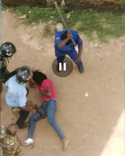 Hii ni unyama! Trending video shows police savagely beat university student