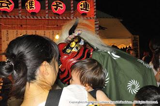 Photo: 【平成24年(2012) 宵宮】  獅子が子供の頭を噛みつき、無病息災を祈願。