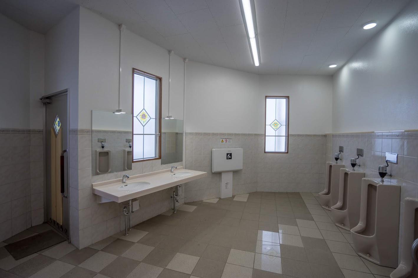 男性用トイレ内部