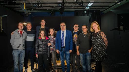 Pedro M. de la Cruz repasa su trayectoria con alumnos del Albaida