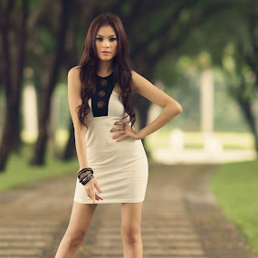 C I N D Y by Arrahman Asri - People Fashion ( model, fashion, woman, beautifull, green, white, beauty, people )