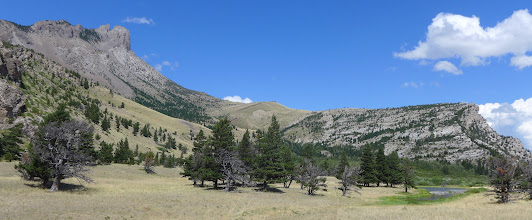 Photo: Wagner Basin with Castle Reef on left, ridge that we walked on right, Skull Tree to left of center.