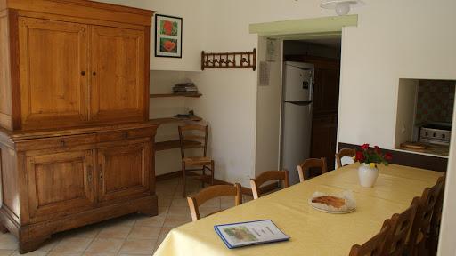 La Fermette gîte 3 étoiles pour 9 à 12 personnes à Surgères près de La Rochelle salle à manger
