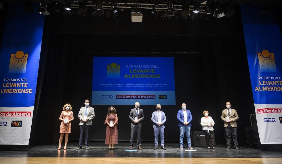 Foto de familia de premiados de los Premios Levante.