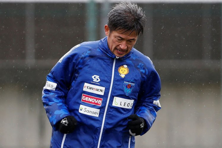 De oudste professionele voetballer mag weer een kaarsje uitblazen en wordt... 54(!) jaar