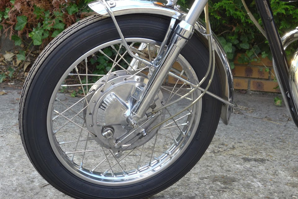 Twin leading shoes of the 650 XS1B restored by Machines et Moteurs.