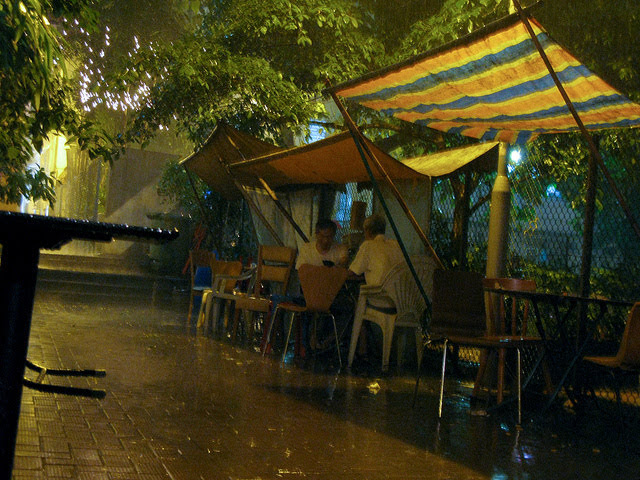Back Alley, Playing, Pai Gow,  後巷,玩牌九, play pai gow, chinese dominoes, hong kong, raining