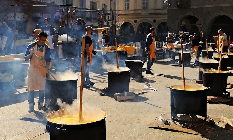Polenta e salsicce.....in piazza di effemme
