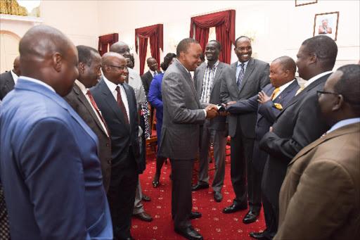 President Uhuru Kenyatta flanked by Deputy President William Ruto addressing leaders from Turkana, Samburu, Baringo and West Pokot Counties at Sate House
