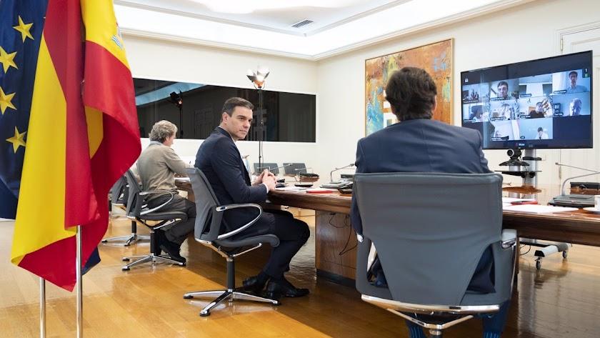 Imagen de archivo de Pedro Sánchez, Fernando Simón y Salvador Illa.