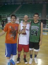 Photo: Fco.Javier Olmos posa con su Trofeo de Campeón junto a Samuel Fernández y Tomás Fernández