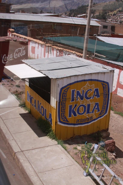 reclama Inca Kola, o bautura racoritoare din peru, echivalent al sucului Coca-Cola, care merge foarte bine langa o portie de mancare din porcusor de guineea