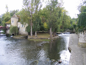 Photo: The Loing river is right outside the Porte de Bourgogne, with the riverside path on the right known as the Quai des Laveuses (washerwomen), no doubt reflecting the practical use of this area.