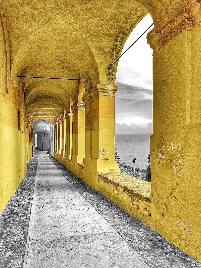 Yellow perspective .. di Ingles Alberti