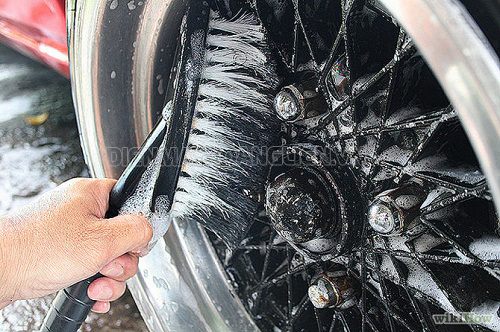 Cây cọ rửa xe hơi là dụng cụ cần thiết trong quá trình rửa xe cho ô tô