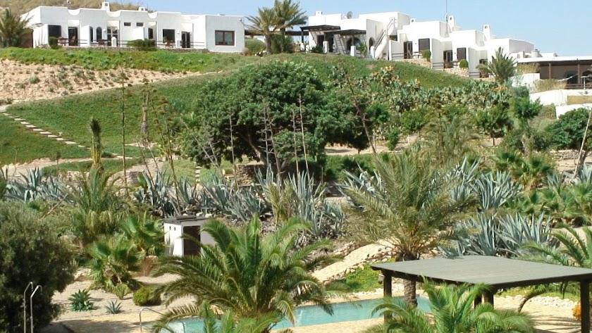 La Almendra y El Gitano es un establecimiento rural que cuenta con ocho modernas habitaciones
