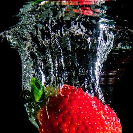 Morango by Adriano Freire - Abstract Water Drops & Splashes ( morango, red, escuro, água, splash )