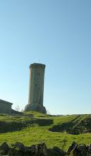 Photo: Tour vestige (un peu penchée...) d'un château du XIIème