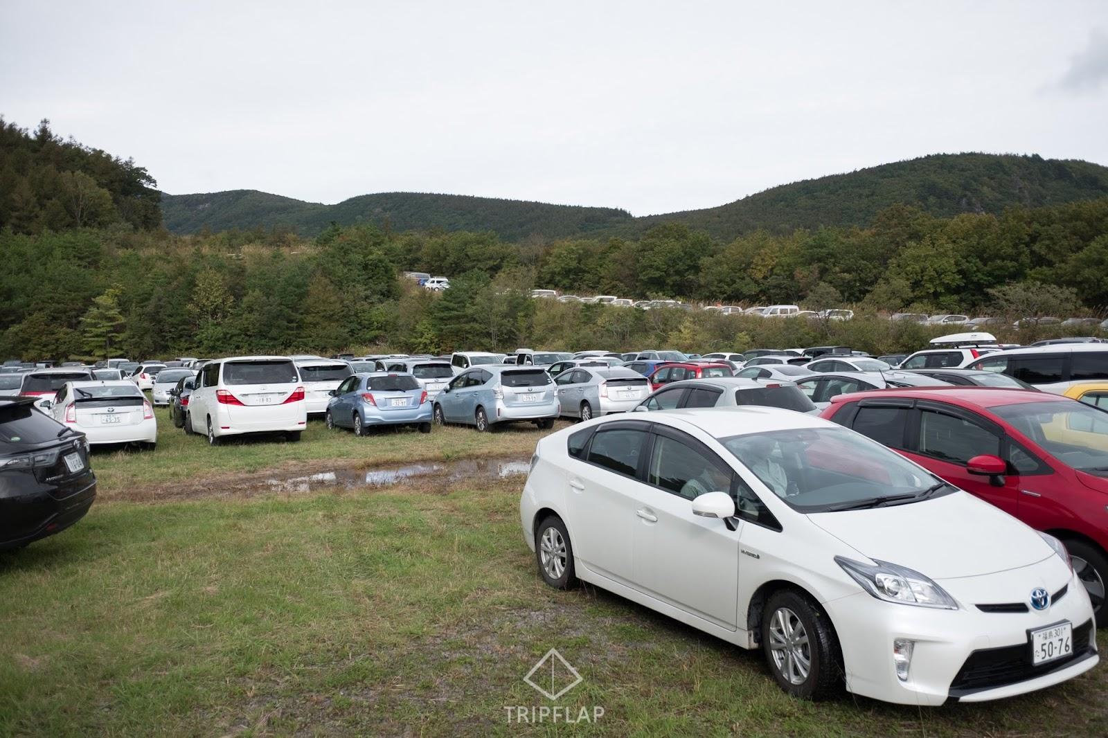 紅葉シーズンの安達太良山駐車場