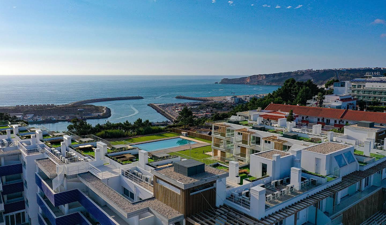 Appartement contemporain avec terrasse et piscine Nazaré