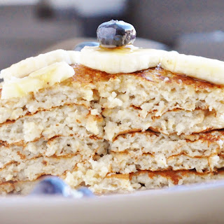15 Minute Banana Bread Pancakes (healthy, high protein, refined sugar free, 7 ingredients or less, 100% whole grain).