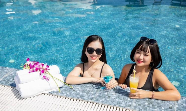 Bể bơi view đẹp Khách sạn Palazzo Đà nẵng