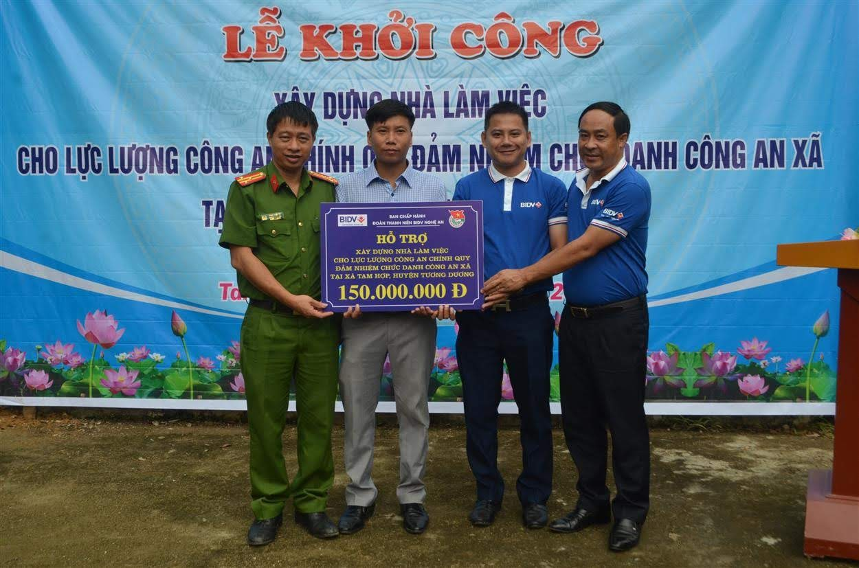 Ngân hàng BIDV chi nhánh Nghệ An hỗ trợ 150 triệu đồng xây dựng trụ sở làm việc Công an xã