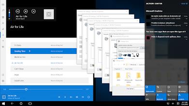 Photo: CZ: Tři mouchy jednou ranou. Screenshot zachycuje tři ostudné problémy Windows 10:  1) V tabletovém módu by se aplikace měly chovat jako dotykové panely přes celou šířku obrazovky, nikoliv jako překrývající se okna. Pravá strana ale zobrazuje kaskádově naskládaná okna.  2) Vlevo nahoře se při použití multimediálních kláves na klávesnici objevují multimediální symboly z Windows 8. Srovnejte je se symboly pro Windows 10 v aplikaci Groove Music níže.  3) Systém je nastaven na Angličtinu, ale v Centru akcí napravo se objevuje i Čeština.   /   EN: Three flies killed at once. The screenshot shows three shameful iissues of Windows 10:  1) In Tablet mode, apps should behave as a touch, full-height panels, not overlaying windows. There are windows one over each other on the right.  2) When I use multimedia keys on my keyboard, Windows 8 multimedia symbols appear in the top left corner. Compare it with Windows 10 symbols in Groove Music below.  3) System is set to English, yet Action Center on the right contains Czech.