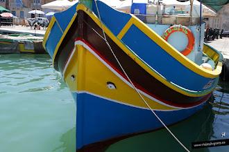 """Photo: Marsaxlokk, pequeño pueblo de pescadores que tiene todo el puerto lleno de """"luzzus"""", barquitas tradicionales de pesca cuyo origen se remonta a la época fenicia... Marsaxlokk, Isla de Malta. [+] http://viajesylugares.es/malta/malta-06-marsaxlokk-bay.html"""
