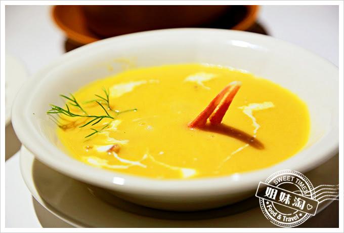 新國際西餐廳奶油蟹鉗凱蘿濃湯2
