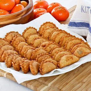 Kok Chai (Mini Peanut Puffs).