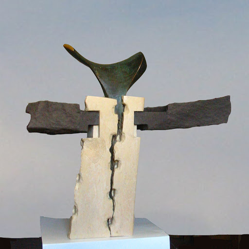 sculpture contemporaine mélange pierre calcaire et volcanique plus bronze