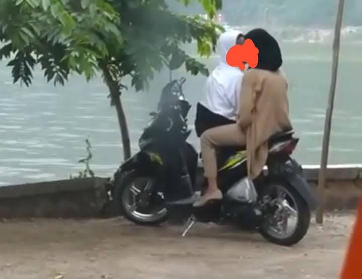 Vidio Pasangan Remaja Mesum Di telaga Ngebel Viral