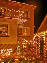 """Photo: ...domek i podwórko """"fanatyka"""" świąt..."""