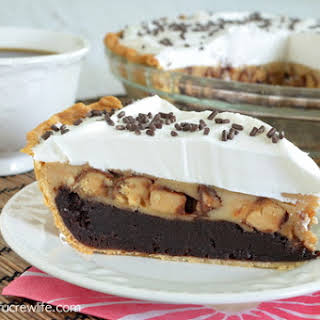 Peanut Butter Snickers Cheesecake Brownie Pie.