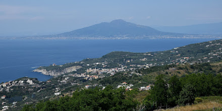 Photo: Massa centro con il Vesuvio sullo sfondo