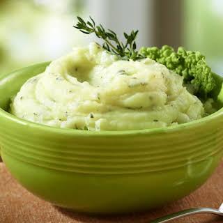 Garlic Sour Cream Mashed Potatoes .