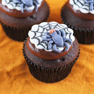 Spooky Spider Web Halloween Cupcakes