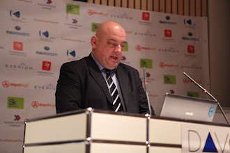 """Photo: Yannis Freris - presenting: """"Chief Comms Officer's Role"""" Panel - 2012"""