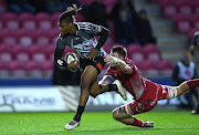 Howard Mnisi of Southern Kings beats Ed Kennedy of Scarlets to score try during the Guinness Pro14 match between Llanelli Scarlets and Isuzu Southern Kings at Parc y Scarlets on February 23, 2020 in Llanelli, Wales.