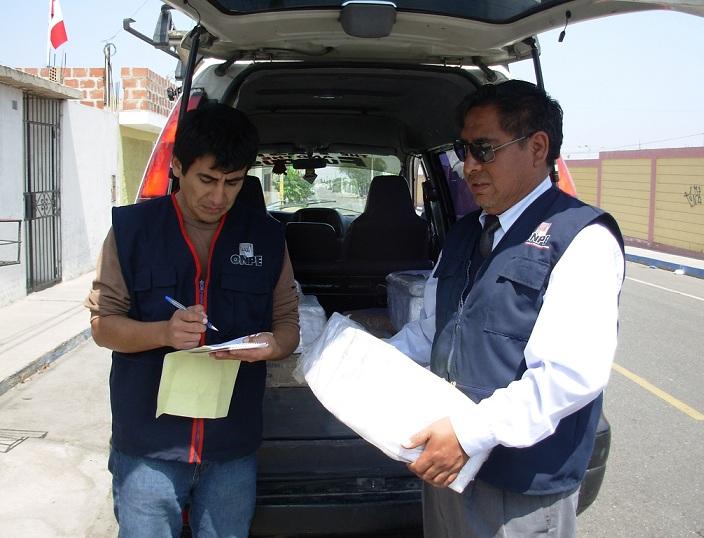 Photo: ODPE Tacna.- Recepción de materiales de capacitación.