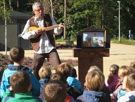 Een verteldag op school, in het bos, tijdens de jeugdboekenweek…