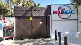 Imagen de la fachada del local este martes con el cartel informativo sobre su cierre.