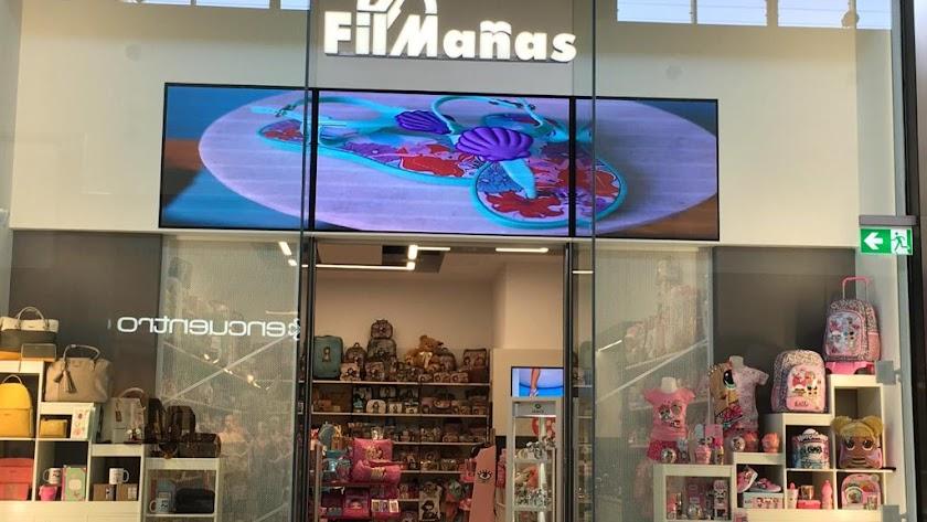 El escaparate del establecimiento, situado en el Centro Comercial Torrecárdenas.