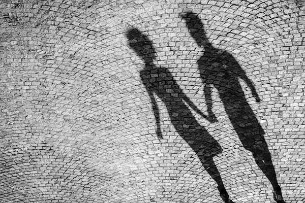 couples vivant dans l'ombre