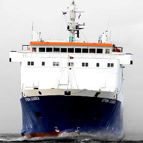 Stena Leader by Peter Hearn - Transportation Boats