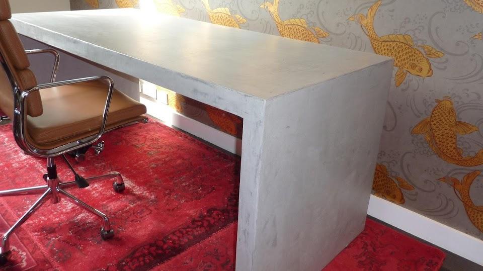 bureau sur mesure en beton cire
